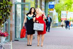 Tensed about style due to your plus size? Don't worry peeps, Indian fashion industry is here to helpyou