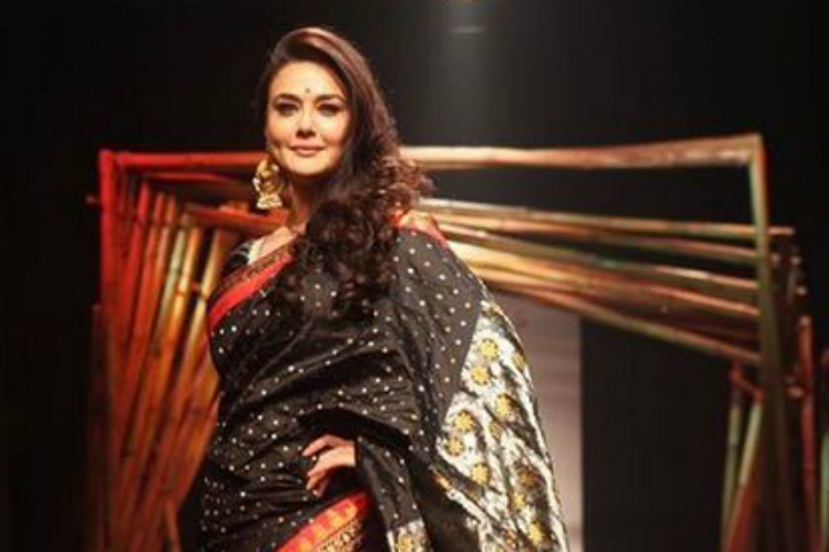 What a showstopper! Preity Zinta looks drop dead gorgeous at Lakme Fashion Week