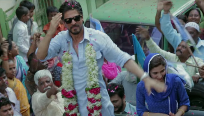 Shah Rukh Khan in a still from Raees. (Courtesy: YouTube/Red Chillies Entertainment)