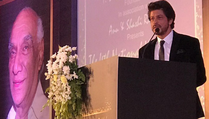 srk-receives-the-yash-chopra-memorial-award-2