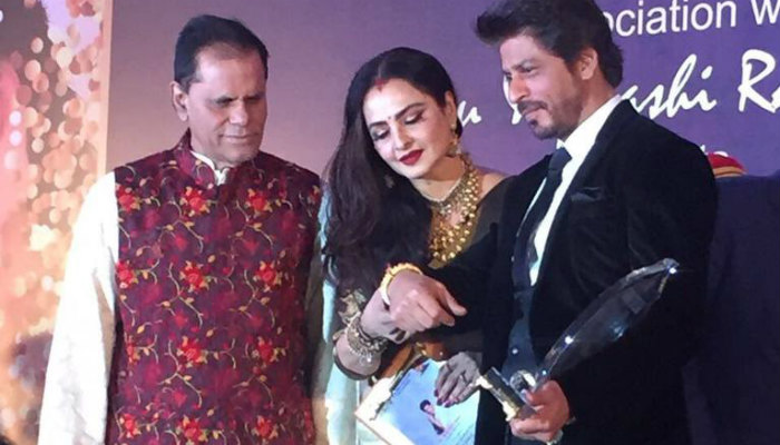 srk-receives-the-yash-chopra-memorial-award