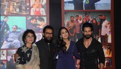 Photos: Aamir Khan celebrates Dangal success, Bollywood stars join theparty