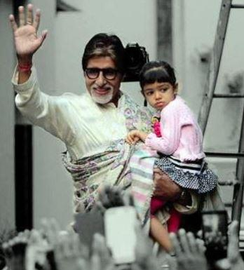 Amitabh Bachchan with granddaughter (Courtesy: Twitter/ ‏@zafarkeymaker)