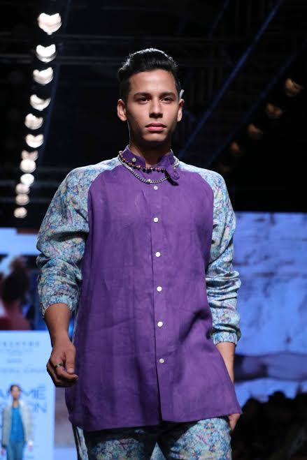 Model shows Narendra's collection at Lakme fashion Week