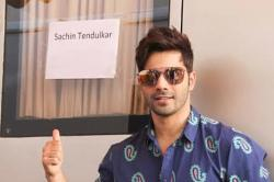 When fanboy Varun Dhawan posed outside Sachin Tendulkar's vanity van with a desire to meet him
