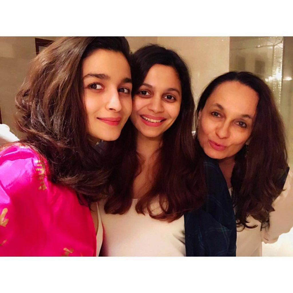 Alia Bhatt with mother Soni Razdan and sister Shaheen Bhatt