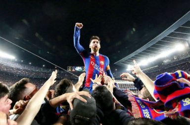Lionel Messi celebrates Barcelona win with a completely berserk crowd at Camp Nou | Pic: Twitter (@FCBarcelona)