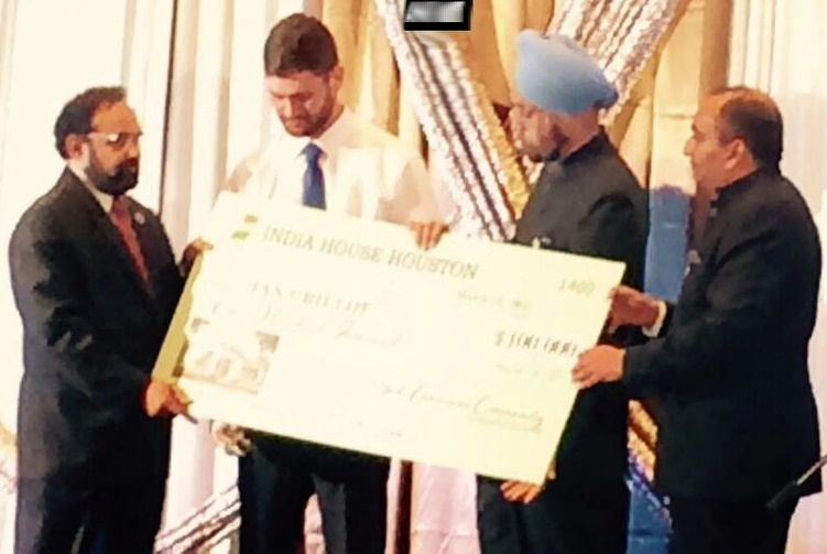 Olathe bar shooting hero honored with $100K