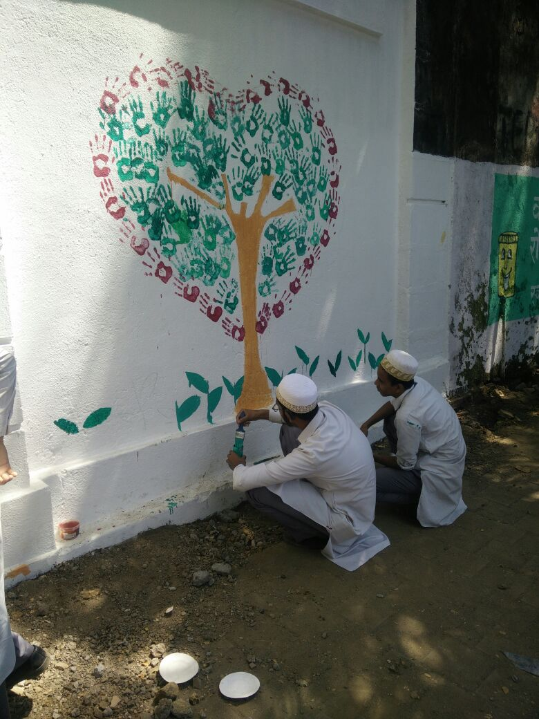 Mumbai Students Paint Walls To Celebrate Pm Modi S Swachh Bharat