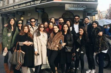 sonam-kapoor-anand-ahuja-family-photo-for-inuth