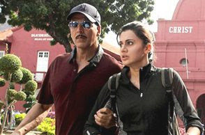 Akshay Kumar and Taapsee Pannu in a still from Naam Shabana (Courtesy: Twitter)