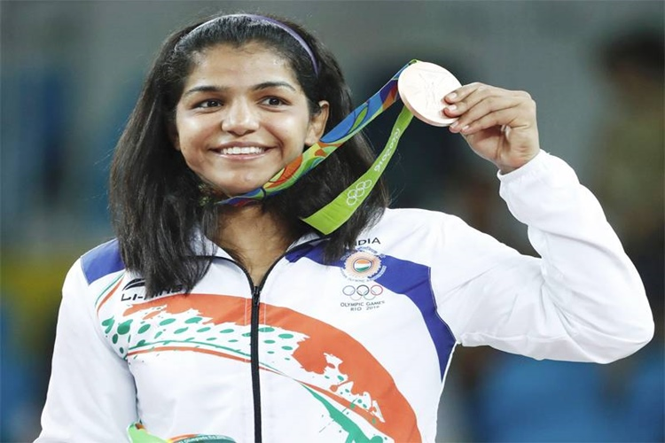 Olympian Sakshi Malik has Been 'Choke-Slamming' the Haryana Government on Twitter