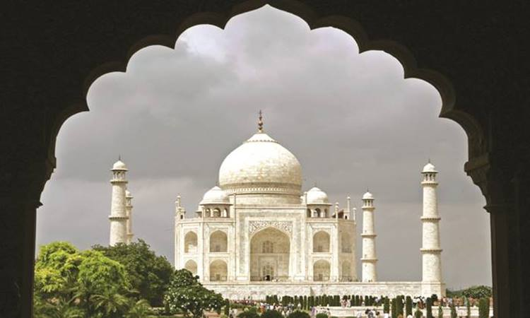 Security beffed up at Taj Mahal after ISlamic state threat