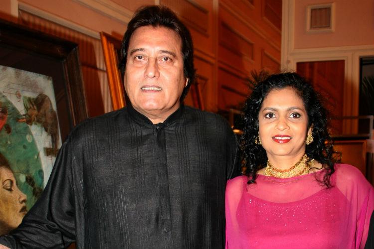 vinod-khanna-with-wife00-1