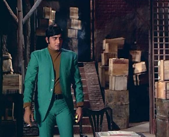 vinod-khanna-green-suit