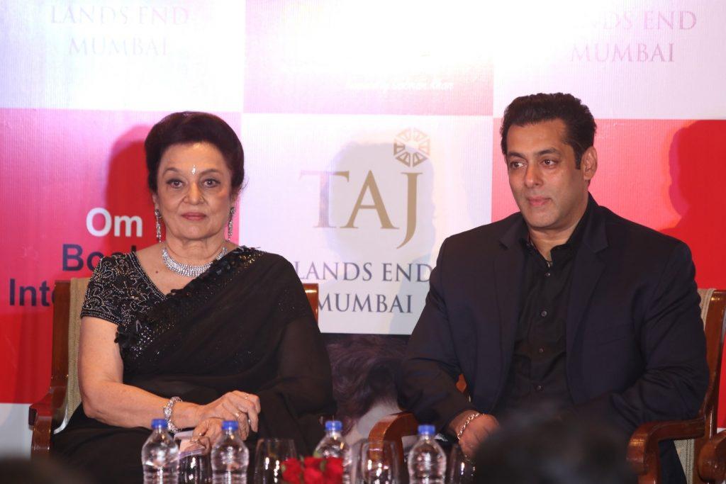 Actors Waheeda Rehman, Dharmendra, Asha Parekh, Imran Khan and Salman Khan during the unveiling veteran actor Asha Parekh's autobiography The Hit Girl (Courtesy-IANS)
