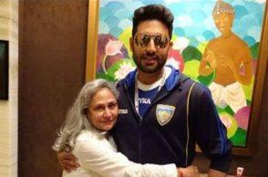 Jaya Bachchan and Abhishek Bachchan (Courtesy: Twitter/@BachchanJrFC)