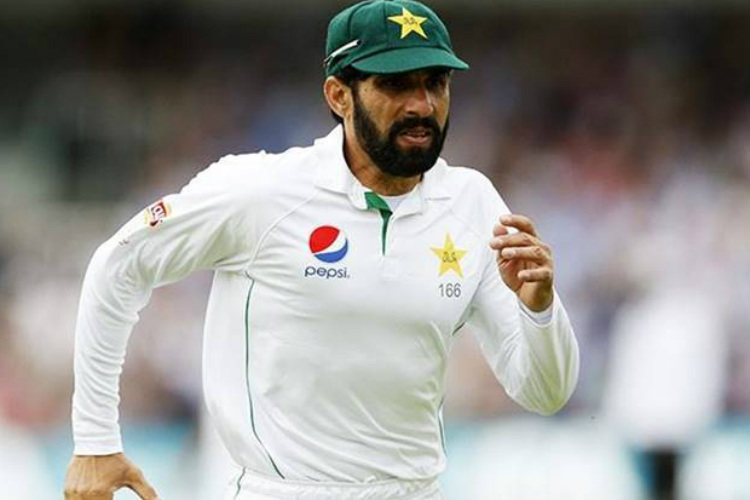 Misbah-ul-Haq's valiant innings of 97 could not prevent Pakistan's loss to Sri Lanka.