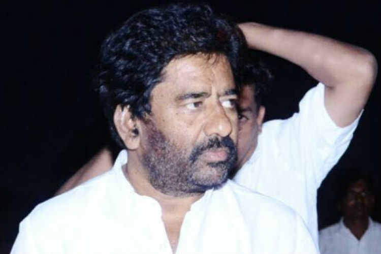 Watch: After Air India fiasco, now Ravindra Gaikwad argues with cops, causes trafficjam