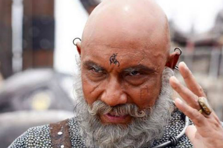 Sathyaraj in a still from Baahubali (Courtesy: @maalaimalar)