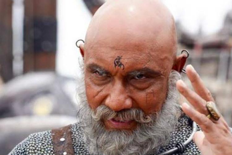 Sathyaraj in a still from Baahubali (Courtesy: @maalaimalar)