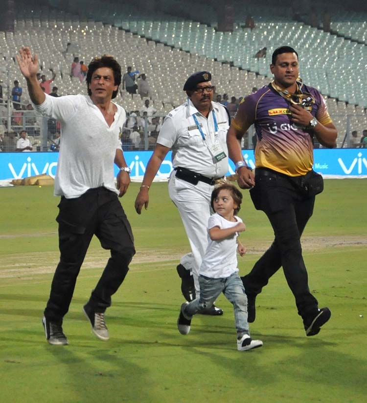 Shah Rukh Khan and Abram take a run at the Eden Gardens