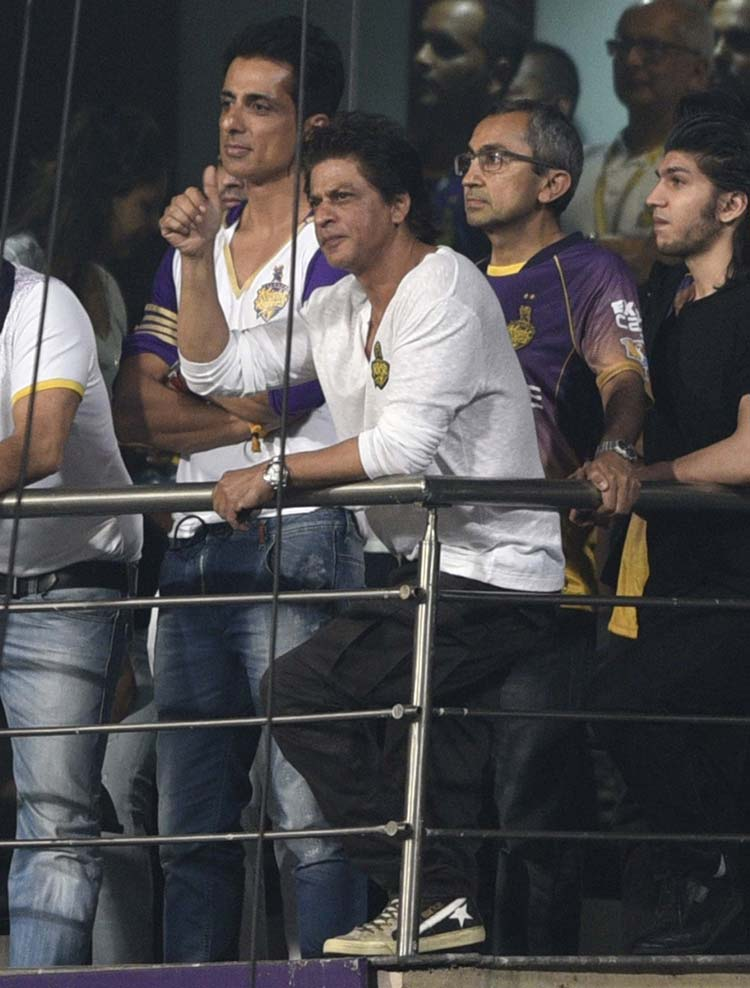 Shah Rukh Khan and Sonu Sood spotted at the Eden Gardens