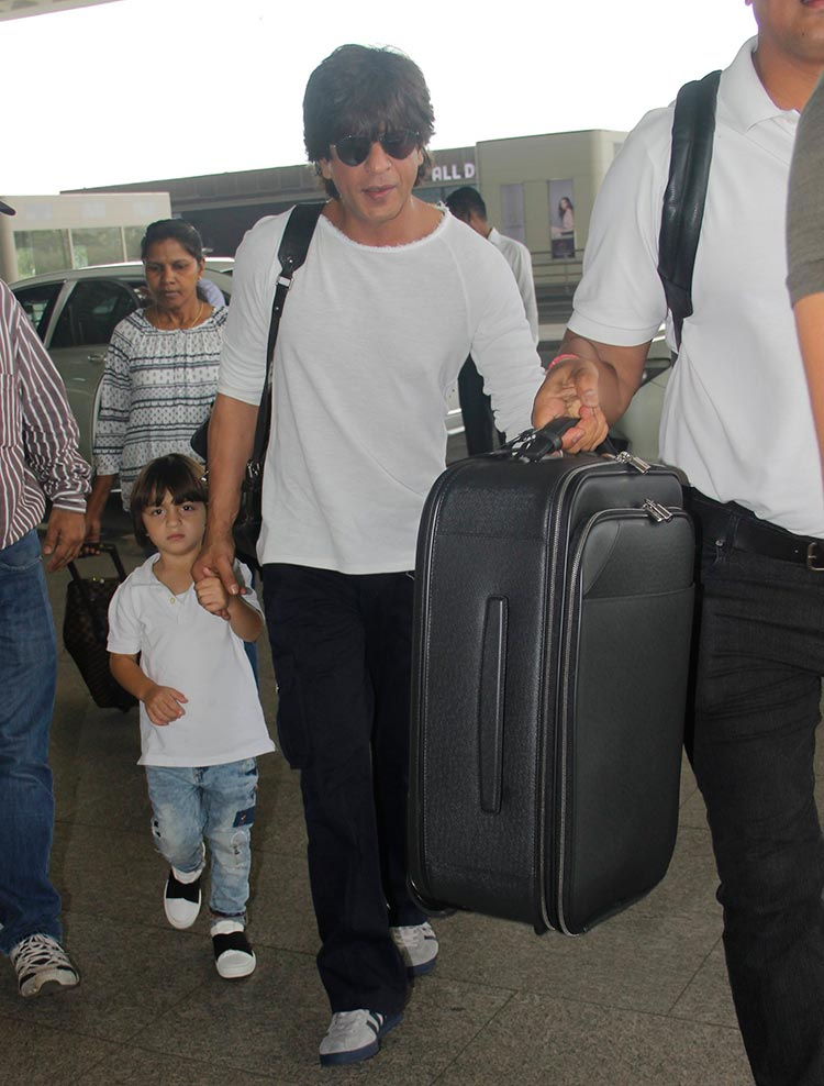 Shah Rukh Khan and Abram leaving for Kolkata