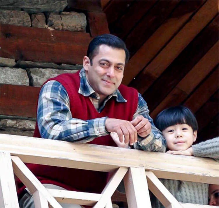 Salman Khan with his cute little co-star on Tubelight sets
