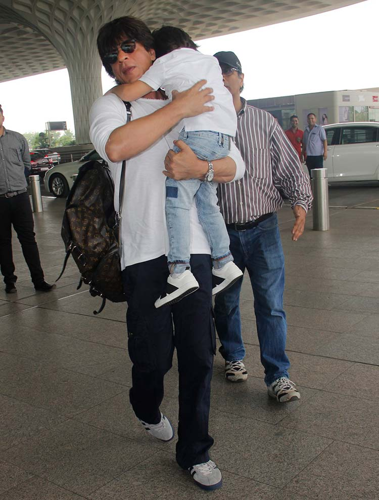 Shah Rukh Khan and Abram on their way to Kolkata