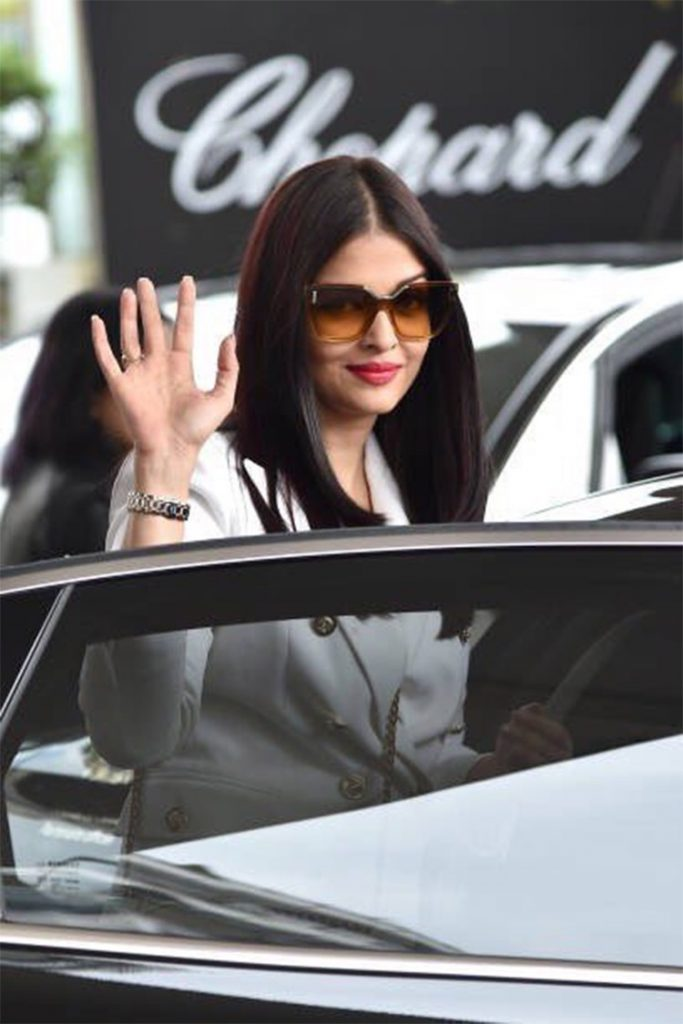 Aishwarya Rai waves to the cameras at Cannes