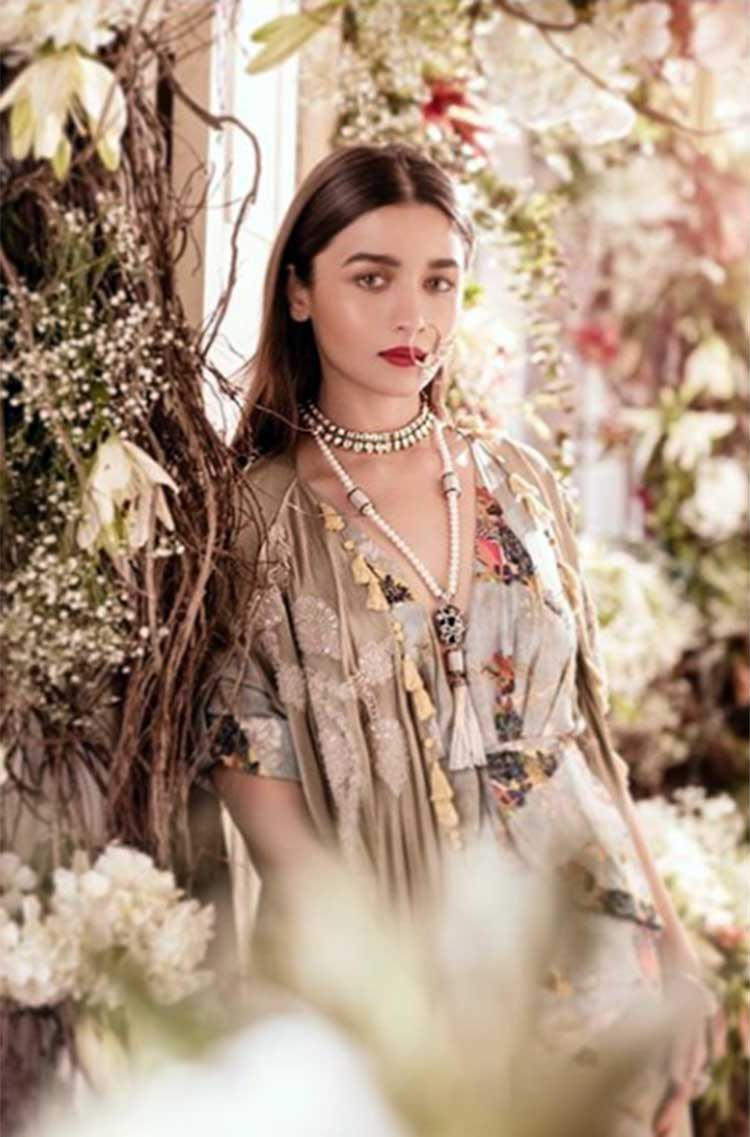 Alia Bhatt looks divinely hot in this pic