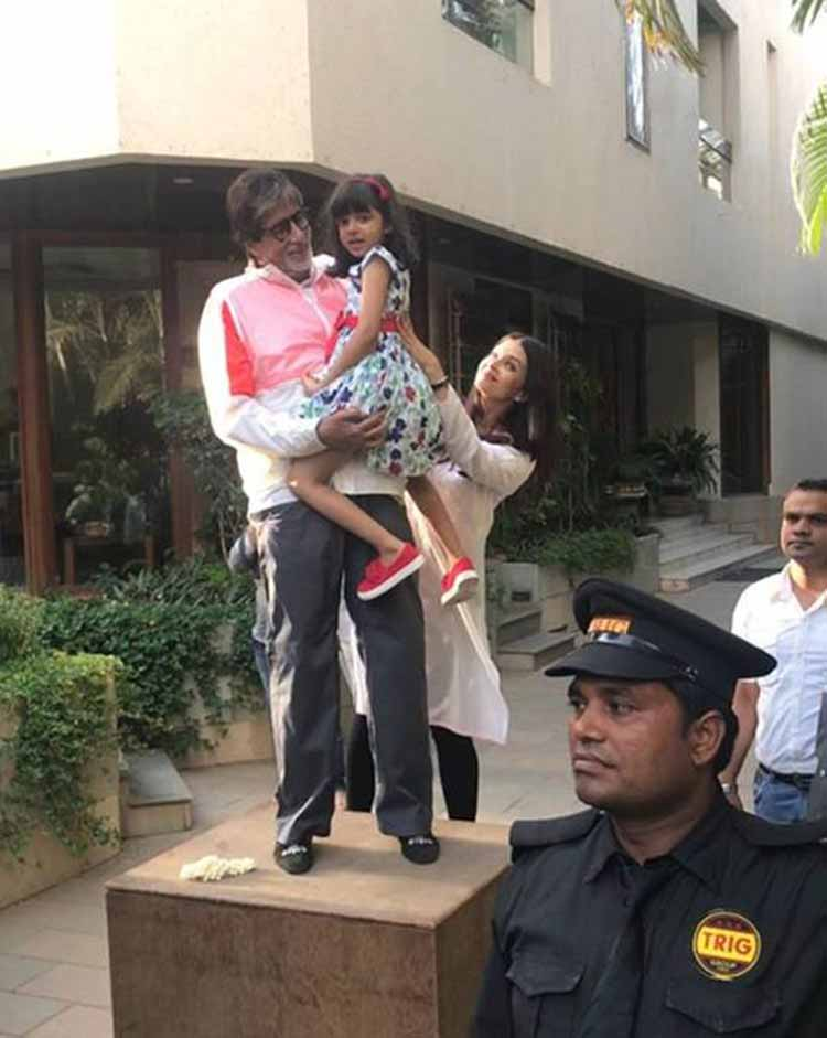 Amitabh Bachchan and Aaradhya Bachchan greets fans from Jalsa