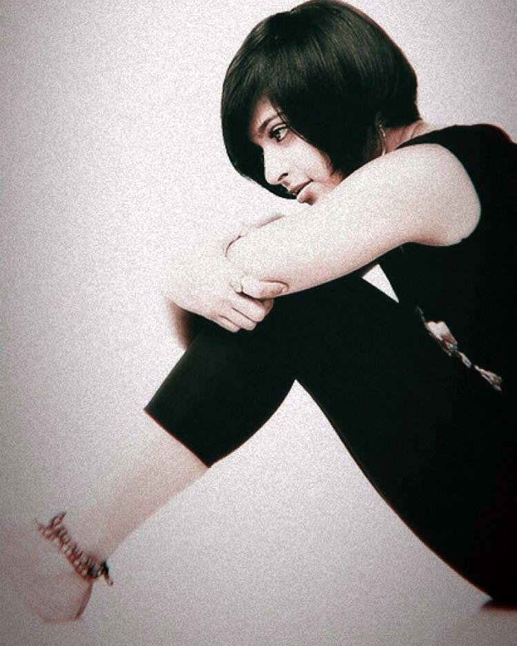 Anushka Shetty looks super sexy in black