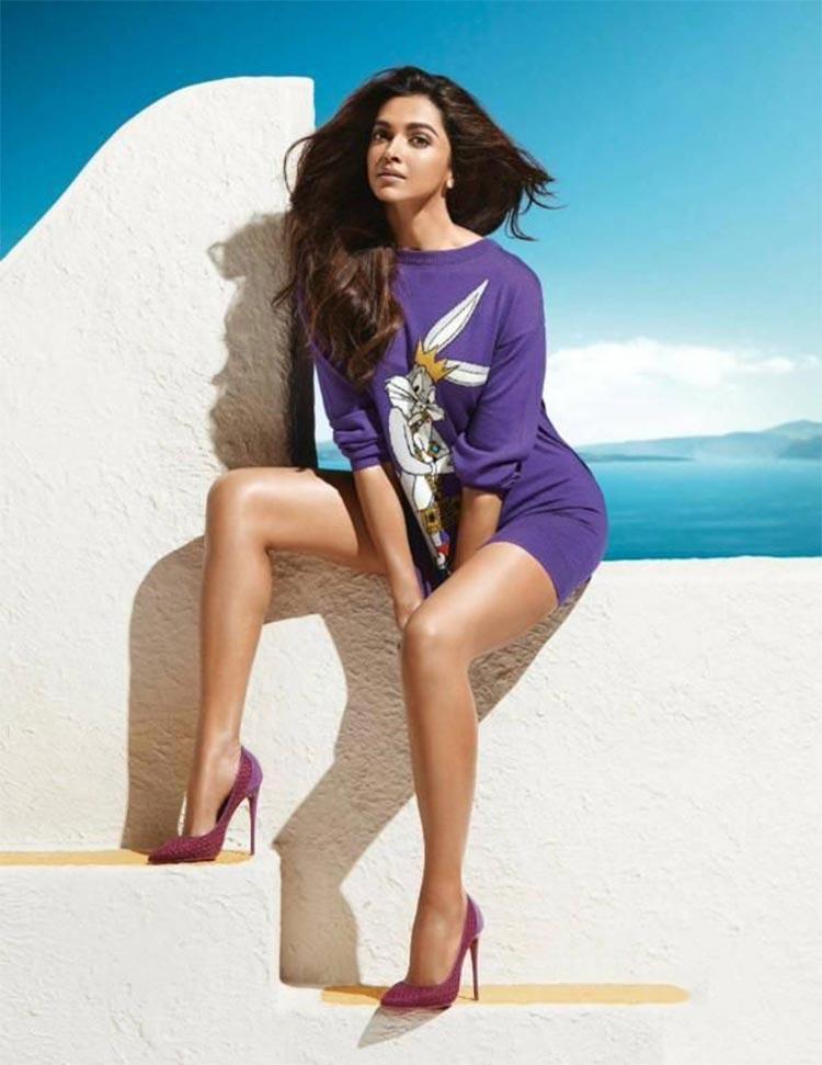 Deepika Padukone flaunts her super sexy legs