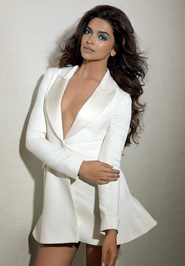 Deepika Padukone looks mind-bogglingly sexy in this photograph
