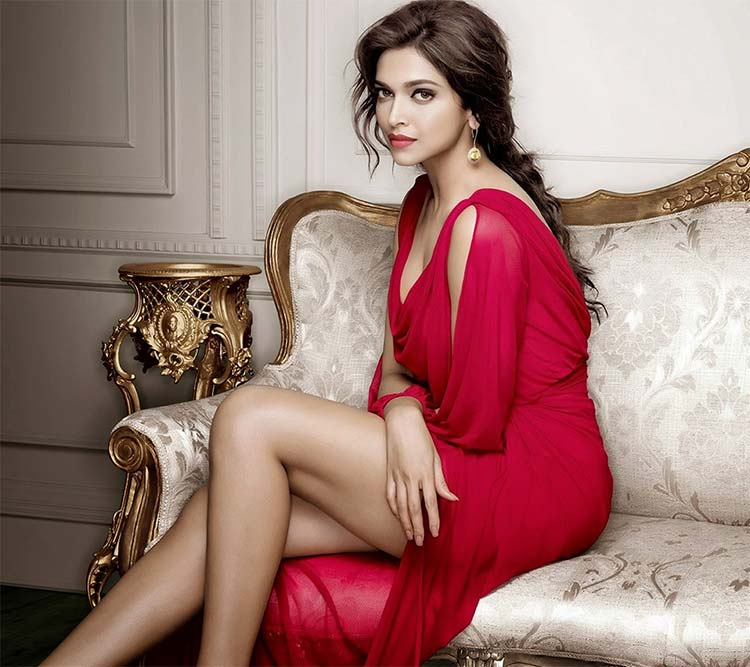 Deepikaa Padukone looks spicy hot in this red dress
