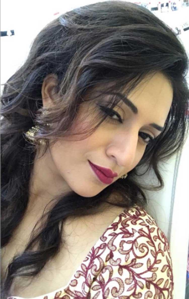Divyanka Tripathi in a super sexy selfie