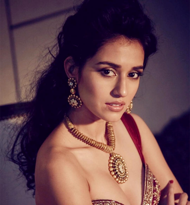 Hot Disha Patani looks awesome in her Indian look