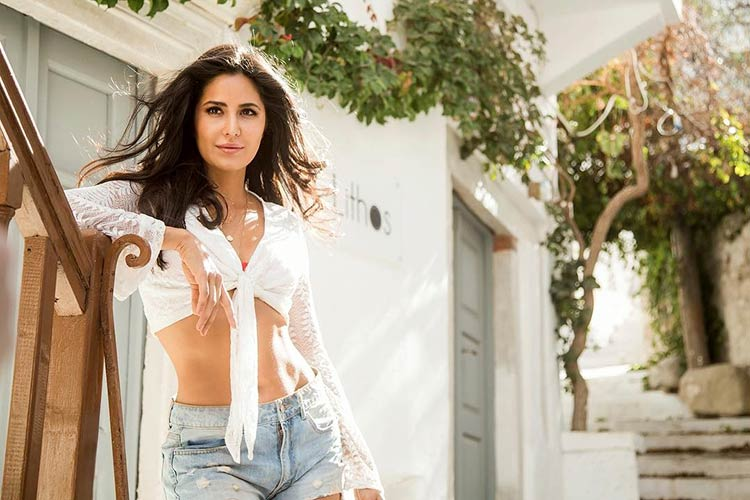 Katrina Kaif looks too sexy in this still from Swag Se Swagat