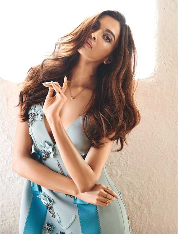 Padmavati actress Deepika Padukone is looking smoking hot here
