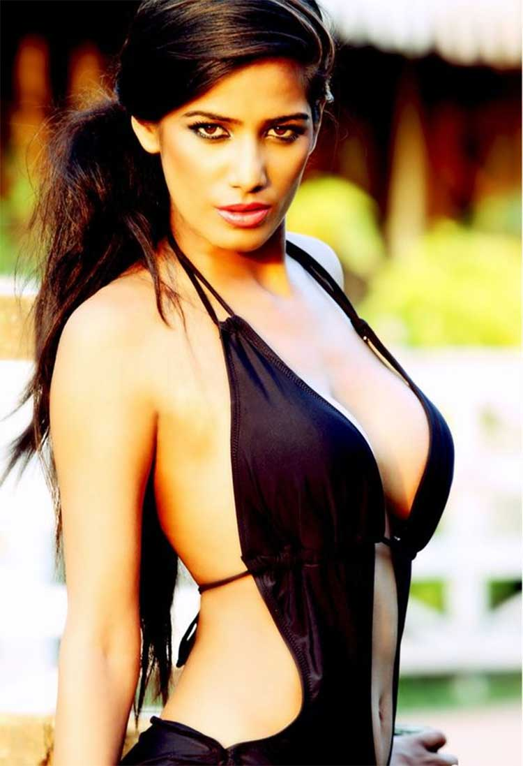 Poonam Pandey is looking sexy beyond imagination in this photo