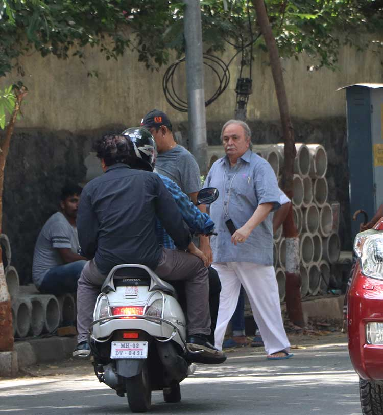 Rishi Kapoor on the sets of 102 Not Out