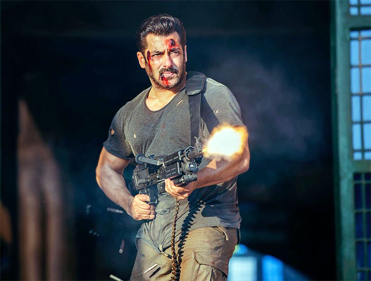 Salman Khan looks wounded but not baffled in his look from Tiger Zinda Hai