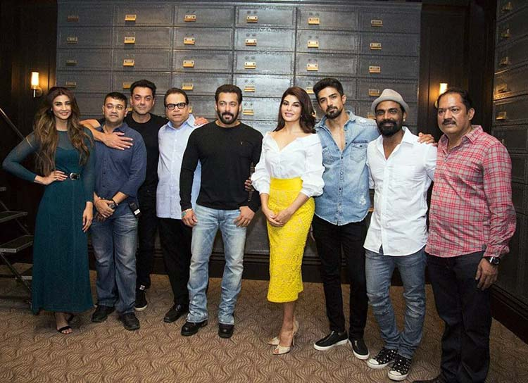 Salman Khan shares a pic with his team of Race 3