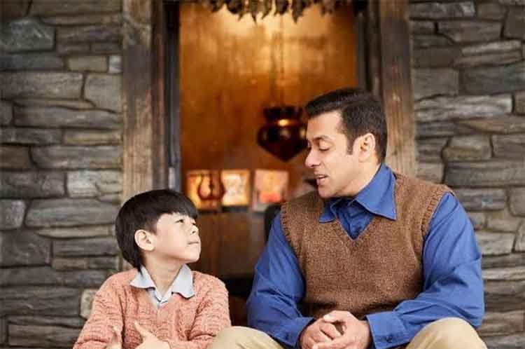 Salman Khan with child actor Matin Rey in Tubelight first look