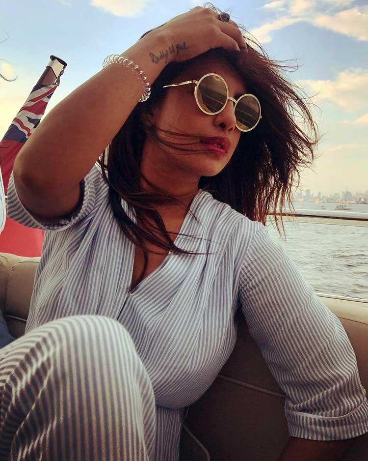 Sexy Priyanka Chopra enjoying her boat life