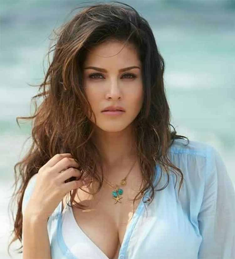 Sexy Sunny Leone will set your heart on fire