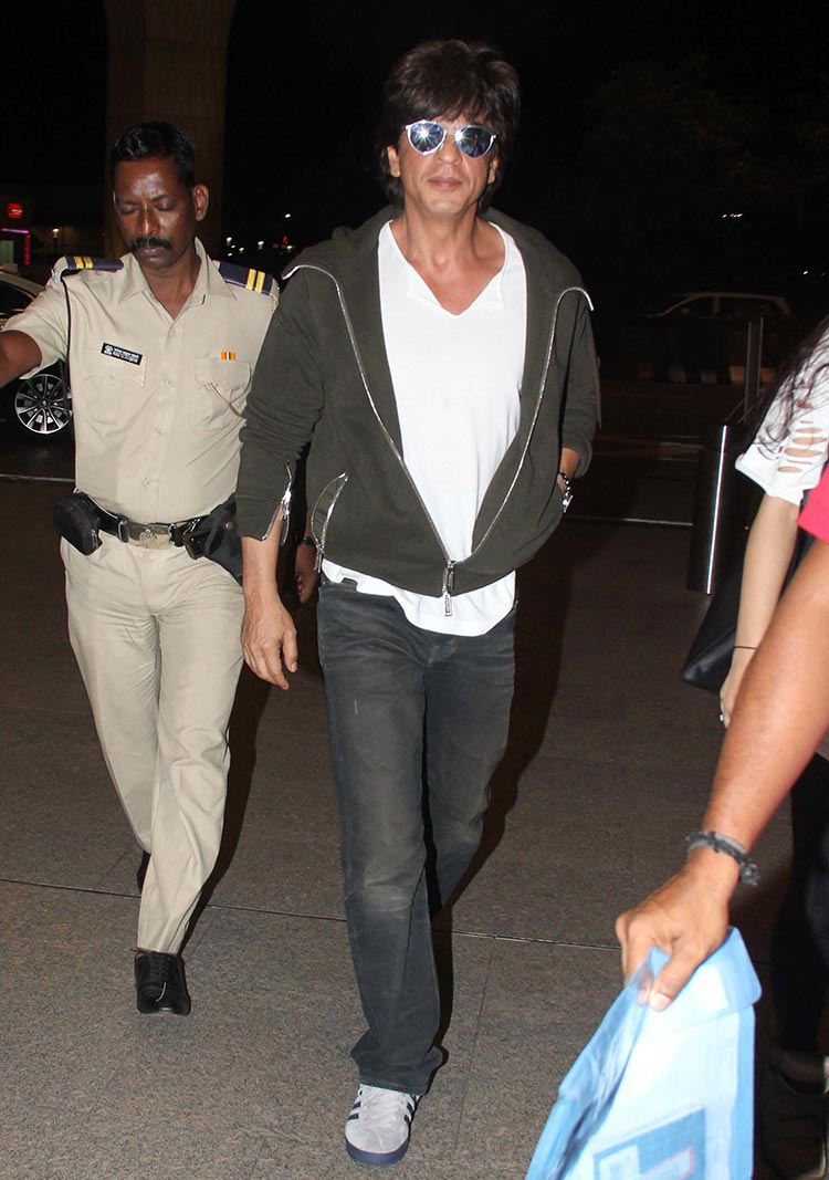 Shah Rukh Khan spotted at airport to see off Suhana