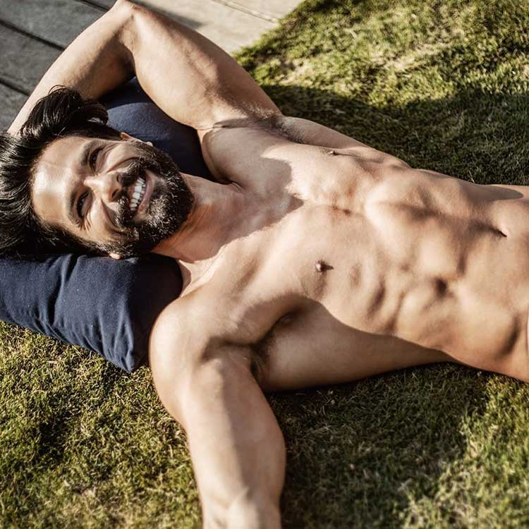 Shahid Kapoor Is Making It Too Hot To Breathe